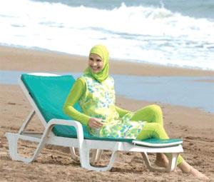 Итальянским мусульманкам запретили купаться одетыми