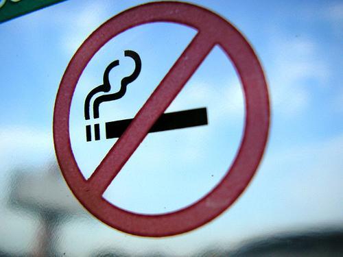 Власти ОАЭ заплатят курильщикам за отказ от вредной привычки