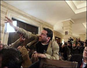 Иракский журналист, метнувший ботинки в Буша, выйдет на свободу досрочно