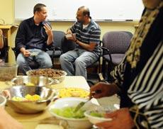 Райз (слева) и Салям во время ифтара
