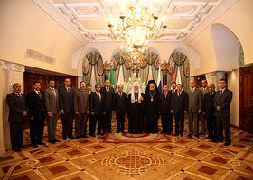 Патриарх в окружении арабских послов