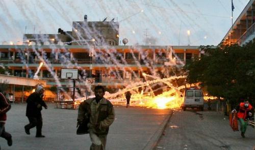 Сектор Газа. Израильская авиция поливает белым фосфором палестинскую школу