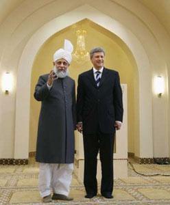 "Премьер-министр Канады Стивен Харпер на церемонии открытия мечети ""Байтун Нур"" в Калгари"