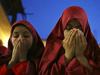 Пакистанские мусульманки нынешний Рамадан проводят в мечетях