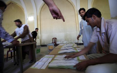 Подсчет голосов на выборах в Афганистане