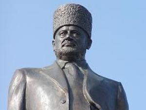 Памятник Ахмату Кадырову в центре Грозного