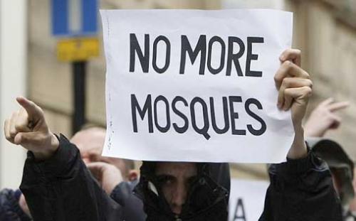 Лондонская полиция разняла мусульман и бритоголовых