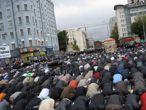 Ураза-Байрам в Москве: Столичные мечети бьют рекорды посещаемости