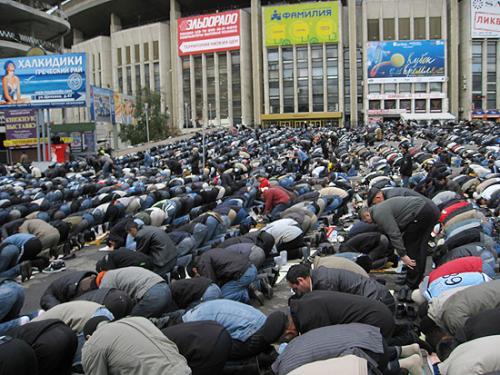 Последователи ислама продолжают отмечать Ураза-Байрам