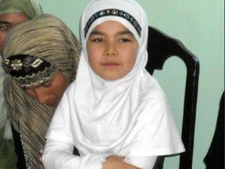 Таджичек изгоняют из школ за платок