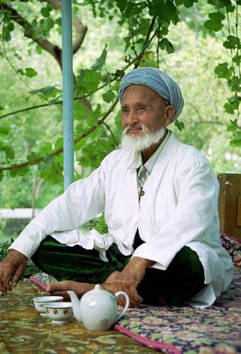 Таджикским учителям регламентировали бороды