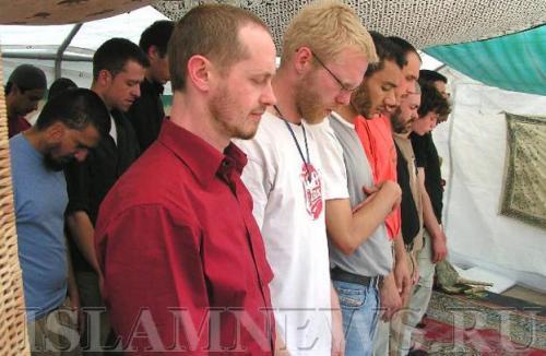 Немецкий мусульманин отстоял в суде право на молитву в школе