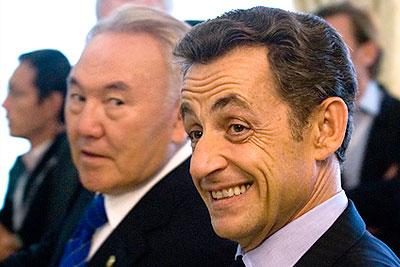 """Назарбаев встретил Саркози """"Золотым Орлом"""""""