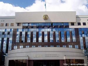 Казахские сенаторы отправили запрос главе правительства о запрете Корана