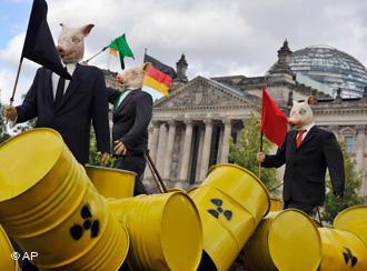 Акция противников использования атомной энергии у бундестага