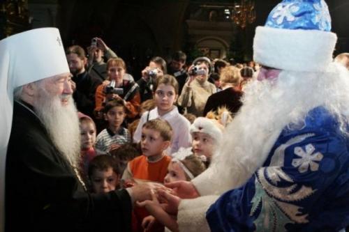Верующим Таджикистана рекомендовали не целовать руки имамам