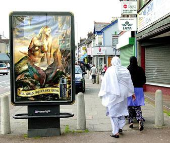 Переодетые мусульманами журналисты Би-Би-Си  подверглись издевательствам и оскорблениям