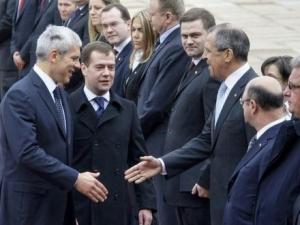 Медведев обещал сербам не признавать Косово