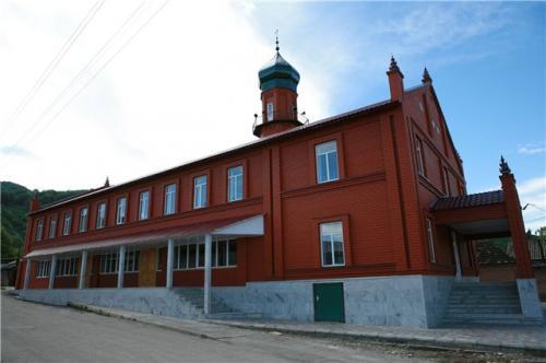 Кадыров построил  для курайшитов пять домов и мечеть