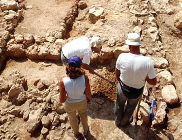 Археологи не могут продвинуться из-за соседних многоэтажных домов, иначе можно было бы найти и минарет