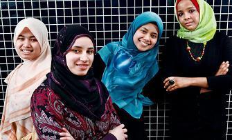 Молодые мусульманки Лондона провели антирасистский матч