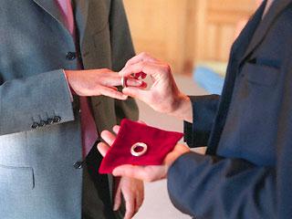 В Швеции церковь будет освящать браки содомитов