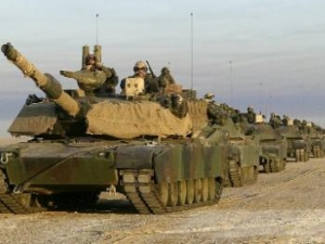 Польский министр просит США выделить 900 танков для защиты от России