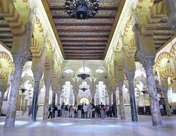 Интерьер исторической соборной мечети Кордовы