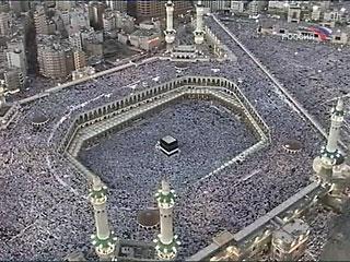 Саудовская Аравия предлагает паломникам антиожоговые ихрамы