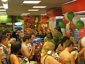 В Подмосковье людей раздели за еду