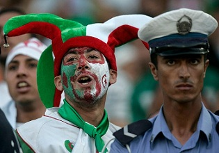 После игры футбольных сборных Египта и Алжира за путевку на чемпионат мира обе команды набрали одинаковое число очков