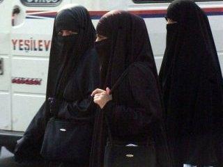 На время сессии египетским студенткам запретили носить никаб