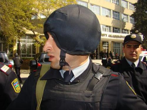 """Возгласы """"Аллаху Акбар"""" спровоцировали бакинских полицейских"""