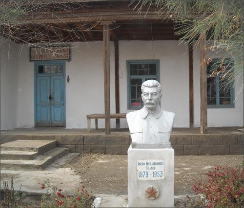 В Центральной Азии тепло относятся к Сталину, в России — к Дзержинскому