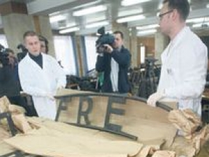 Террористы хотели продать табличку с Освенцима для борьбы с исламом