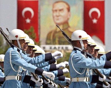 В Турции арестованы военные, готовившие убийство вице-премьера