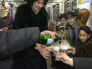Россияне за новогодние дни выпьют 1 млрд. бутылок алкоголя