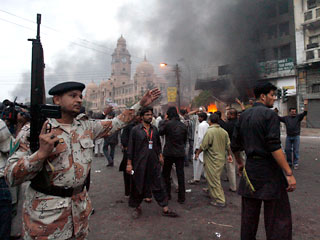 Пакистанцы протестуют против теракта и бездействия полиции