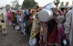 Миллион пакистанских беженцев страдает от холода