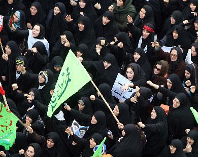 Сотни тысяч иранцев вышли поддержать правительство