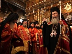 Верующие призвали православного патриарха не торговать Святой землей