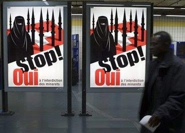 Плакат против минаретов в Швейцарии