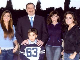 Ильхам Алиев с женой и детьми