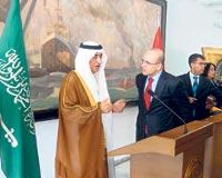 Министр финансов Турции Симсек и его саудовский коллега аль-Ассаф на пресс-конференции