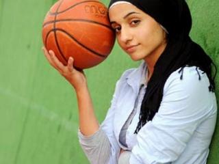 Швейцарская баскетболистка  Сура аш-Шавк