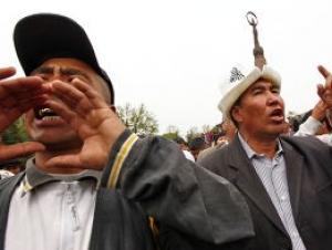 Бакиеву не дали выступить на митинге в Оше