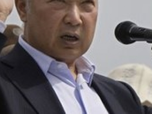 Курманбек Бакиев подал в отставку и покинул Киргизию