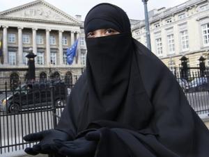 Бельгийский парламент запретил женщинам носить никаб