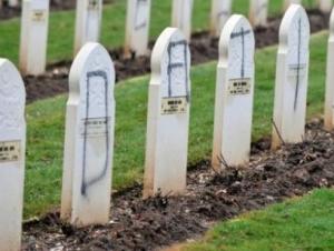 Оскверненные могилы солдат-мусульман во французском городе Аблен-Сен-Назер