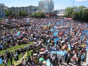 В Симферополе проходит митинг, приуроченный к 66-й годовщине депортации крымских татар